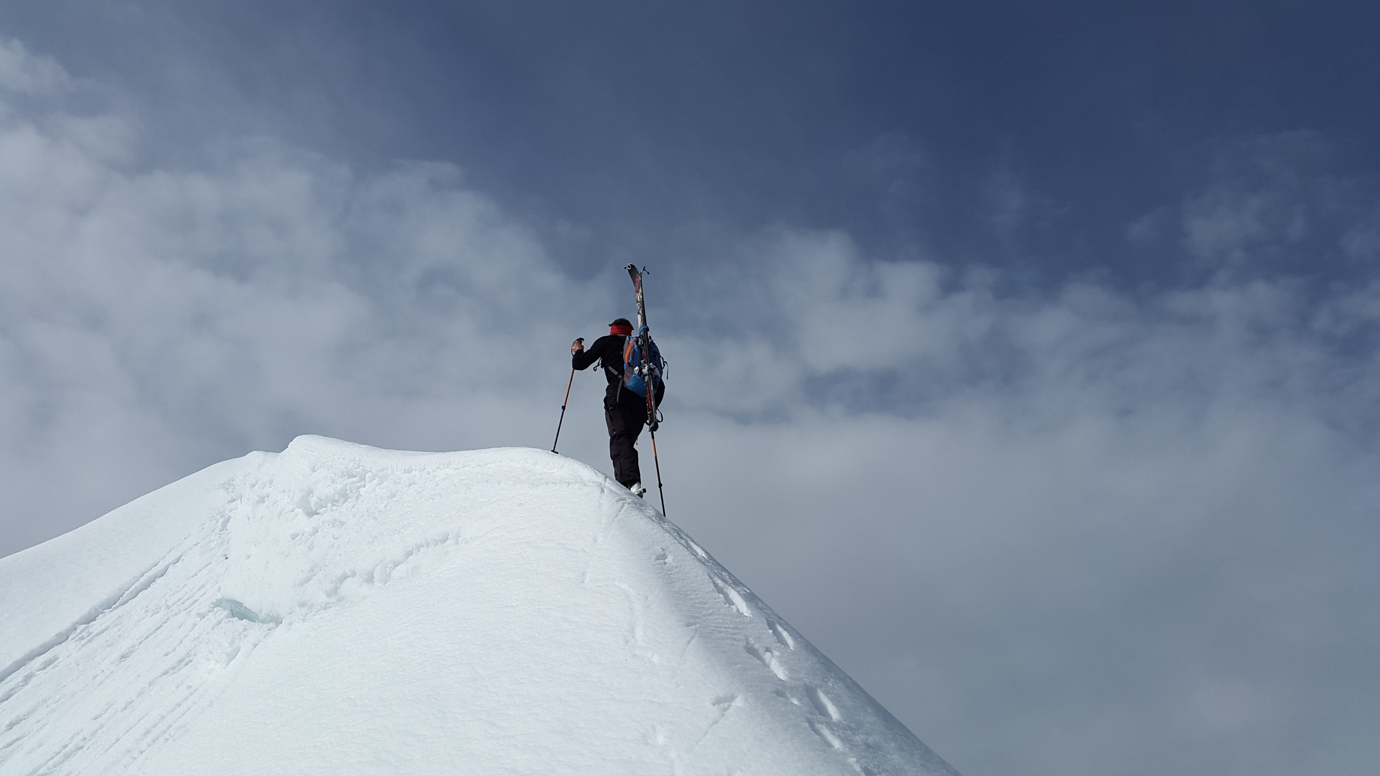 backcountry-skiiing-2289970